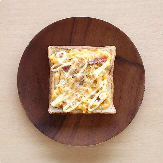 ベーコンエッグトースト写真